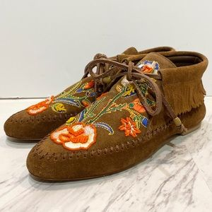 Tory Burch Huntington Embroidered Moccasins 6M